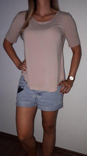 Ich verkaufe ein sehr schönes Shirt in Größe M von H&M!