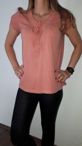Ich verkaufe ein sehr schönes T-Shirt in Größe 40/42 von Casual W.E.A.R!
