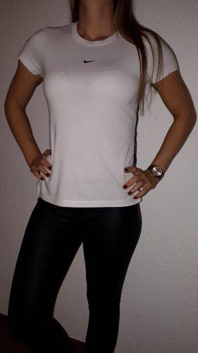 Ich verkaufe ein super schönes T-Shirt in Größe XS von NIKE!