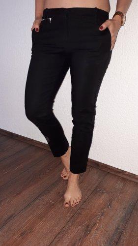 Ich verkaufe eine sehr schöne Hose in Größe 38(M) von Mango!