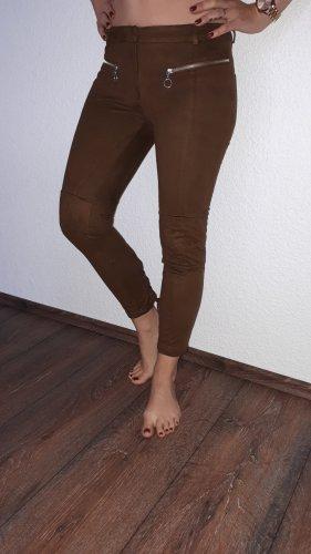 Ich verkaufe eine sehr schöne Hose in Größe M von Zara in Wildleederoptik!