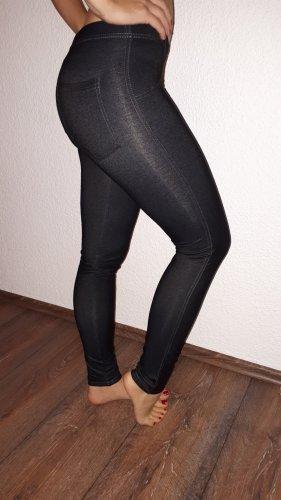 Ich verkaufe eine sehr schöne Leggings in Größe 38/40 von nur die!