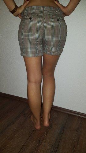 Ich verkaufe eine sehr schöne Shorts in Größe 36 von Amisu!