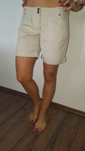 Ich verkaufe eine sehr schöne Shorts in Größe 36 von Colours of the World!