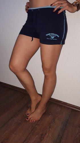 Ich verkaufe eine sehr schöne Shorts in Größe M von Crane!
