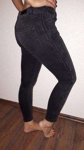 Ich verkaufe eine sehr schöne Skinny Jeans in Größe 27(S) von Review!