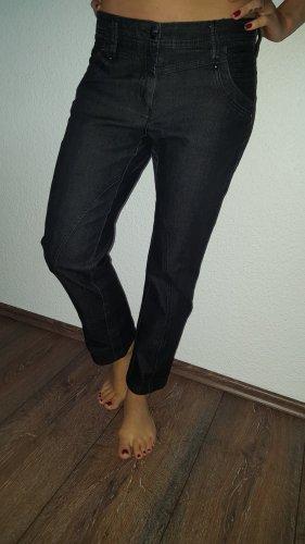 Ich verkaufe eine sehr schöne Stretch-Jeans in Größe 36 von BIBA!