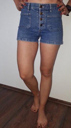 Ich verkaufe eine sehr schöne Vintage Jeans-Shorts in Größe M von Zoe!