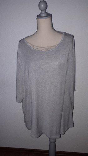 Ich verkaufe eine sehr schönes T-Shirt in Größe (7XL) 54 von Janina!