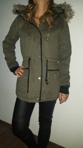 Ich verkaufe einen dicken, warmen Parka/Mantel in Größe 38 von Yessica!