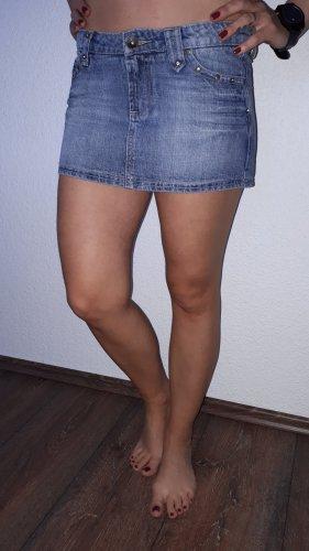 Ich verkaufe einen sehr schönen Mini-Jeansrock in Größe 36 von Love Denim!