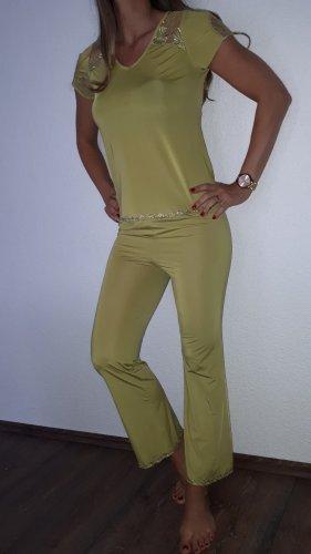 Ich verkaufe einen super schönen Pyjama/ Hausanzug in Größe S!