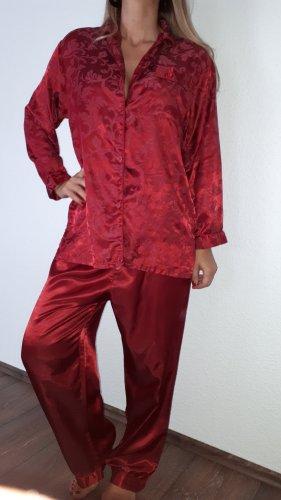 Ich verkaufe einen super schönen Pyjama in Größe M!