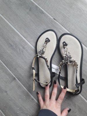 ich verkaufe ungetrage Sandaletten :)