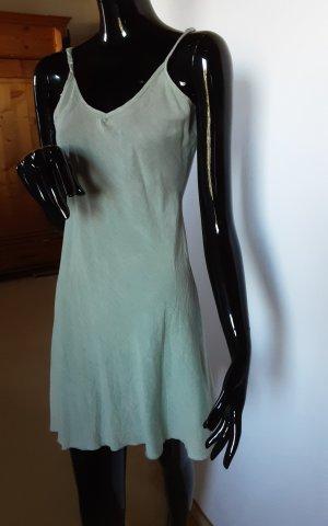 Fond de robe vert pâle