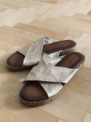 Inuovo Sandalias de tiras color oro-marrón Cuero