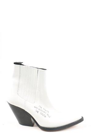 Iro Botines blanco letras impresas look casual