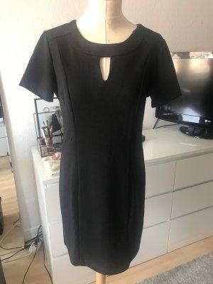 iSilk Kleid mit Aussparung in Schwarz