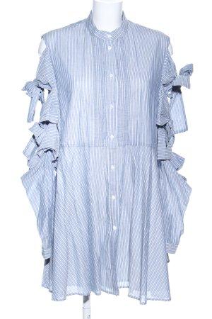 Vestido tipo blusón azul-blanco estampado a rayas look casual