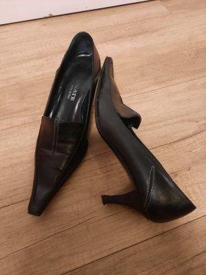 Brunate Pointed Toe Pumps black