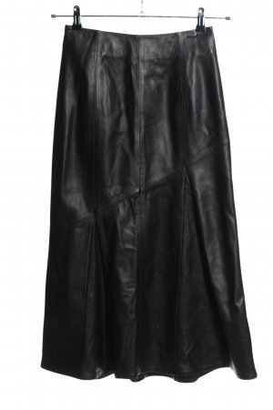 Ivy & Oak Falda midi negro look casual