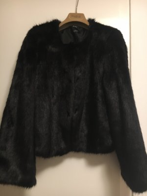 Bershka Futrzana kurtka czarny
