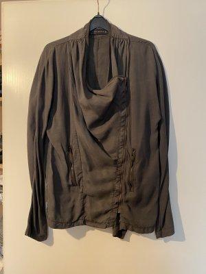Jacke aus fließendem Stoff