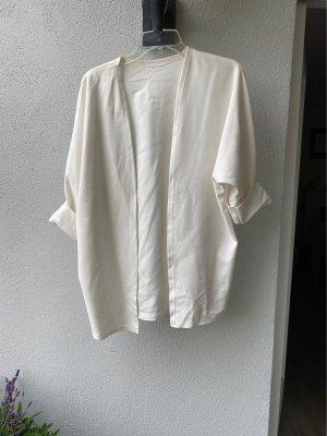 Długa kurtka w kolorze białej wełny