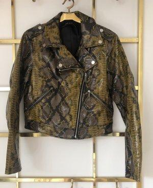 Jacke im Schlangenoptik. Nie getragen, ohne Etikett