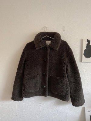 Zara Chaqueta de piel sintética marrón grisáceo-taupe