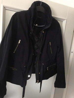 Jacke mit Kapuze und herausnehmbarem Steppfutter