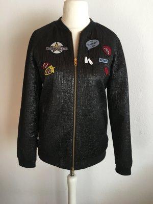 Jacke mit Reißverschluss glänzend mit Patches schwarz Gr. 38 NEU