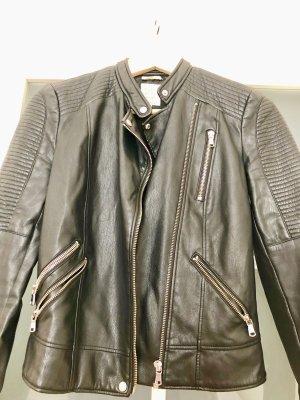 Jacke schwarz von Zara 32-34 Gr. Lederimitat