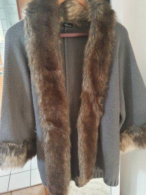 Jane Norman Strickjacke mit Fake Fur