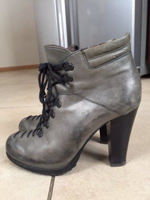 Janet & Janet  leather booties