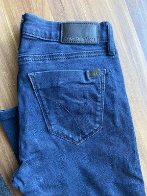 Calvin Klein Jeansy rurki niebieski-ciemnoniebieski