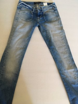 Pepe Jeans London Vaquero estilo zanahoria azul claro