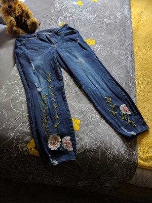 Jeans 7/8 mit Blumen und Rissen Gr. 40