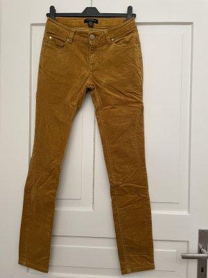 Jeans aus senfgelbem Samt