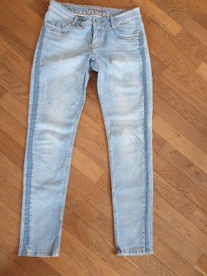 Jeans Blue Fire. W28 / L32 hellblau