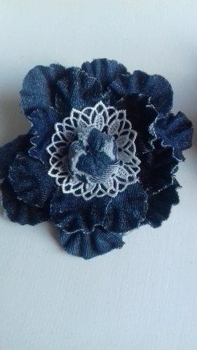 Brooch dark blue-white cotton