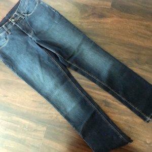 Jeans dunkelblau, klassisch und superschön sitzend!!!