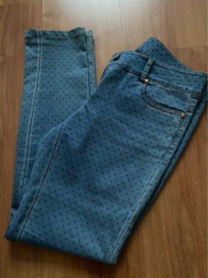 Jeansy o obcisłym kroju chabrowy