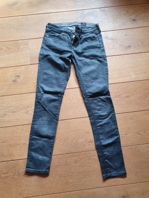 Jeans eng anliegend