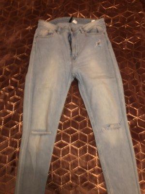 Jeans hinten zerrissen (Neu)