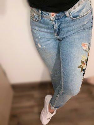 Jeans Hose mit Blumendetails
