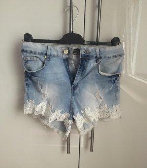 Pantalón corto azul celeste-blanco