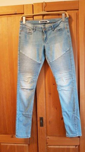 Jeans im Bikerlook