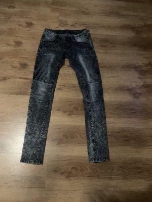 Jeans im bikerstil