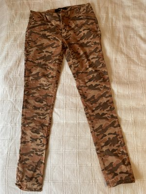 Jeans im Camouflage Look